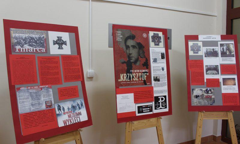 Centrum Biblioteczno – Kulturalne Powiatu Kętrzyńskiego zaprasza na wystawę poświęconą Żołnierzom Niezłomnym