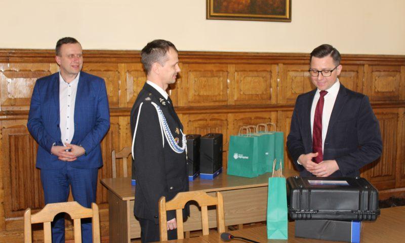 Oficjalne przekazanie kamer termowizyjnych dla OSP z terenu Powiatu Kętrzyńskiego