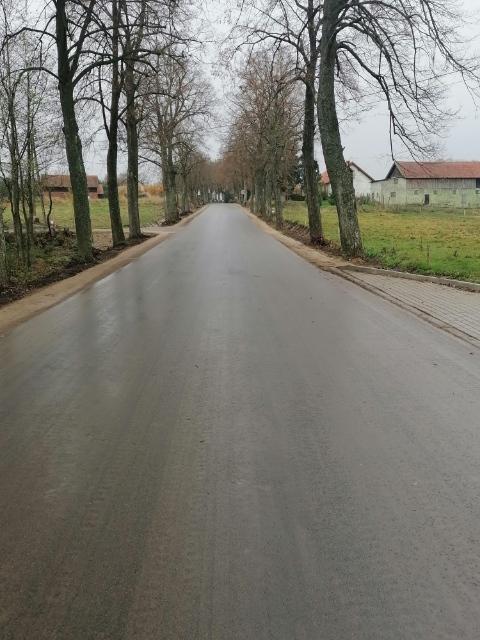 Fotografia przedstawia drogę powiatową Nr 1602N Lesieniec - Silec w kierunku Surwile - etap II (po inwestycji)