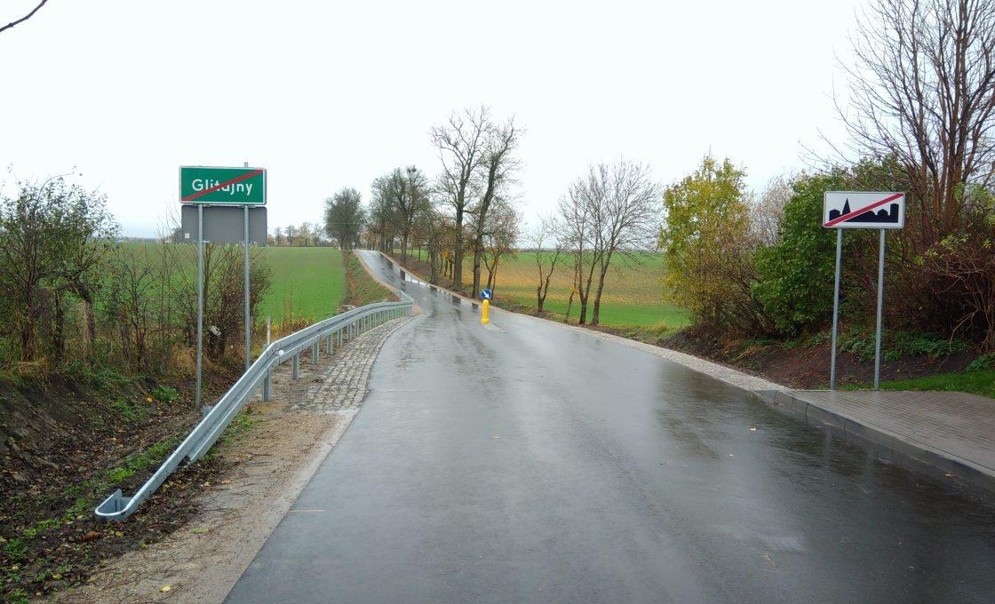 Fotografia przedstawia drogę powiatową nr 1567N na odcinku Szczurkowo - Wodukajmy - Sępopol - Glitajny - I etap odcinka Nr III (po inwestycji)