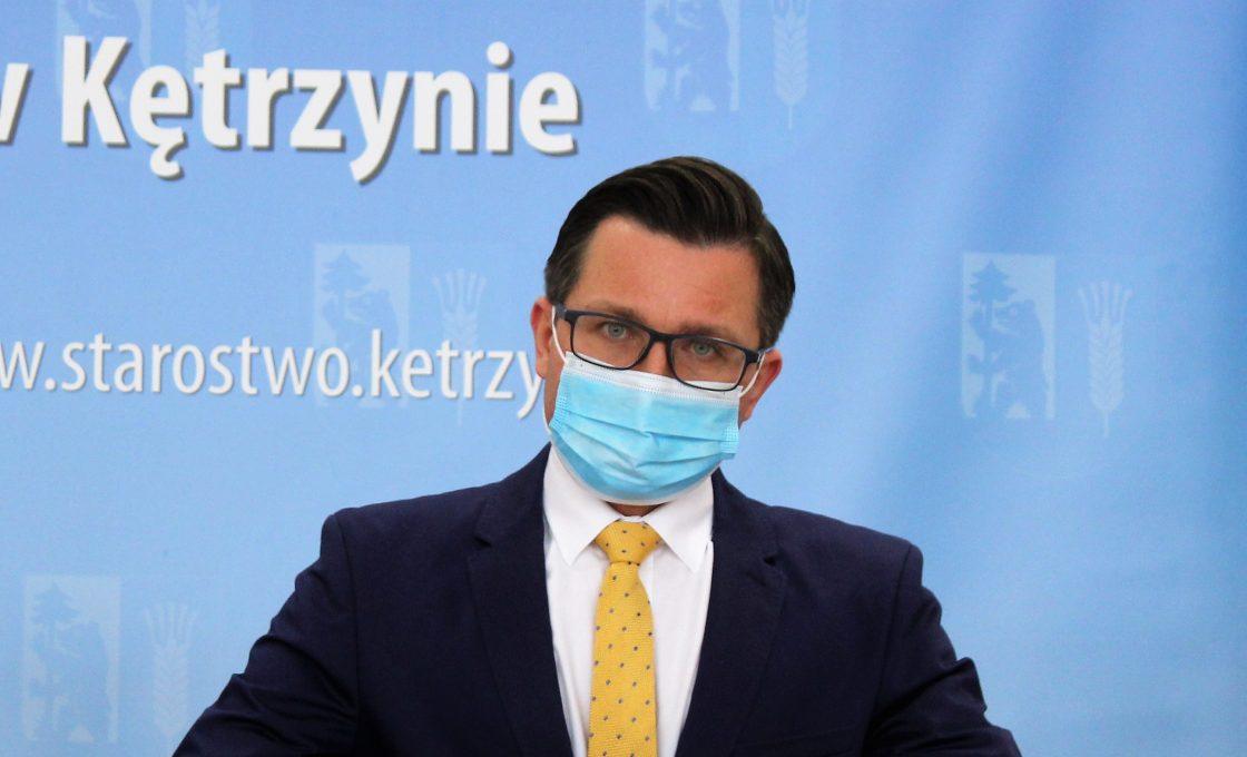 Zdjęcie przedstawia starostę kętrzyńskiego Michała Kochanowskiego.