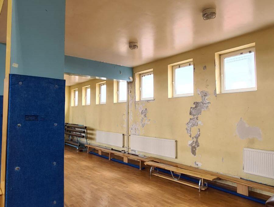 Zdjęcie przedstawia salę gimnastyczną.