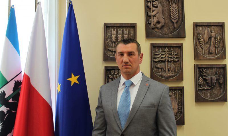 Ślubowanie nowego radnego VI kadencji Rady Powiatu w Kętrzynie