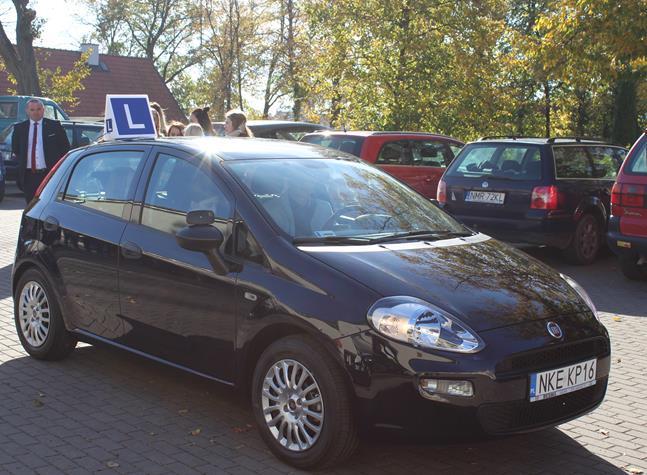 Nowy samochód osobowy do nauki  jazdy  dla PCE w Kętrzynie