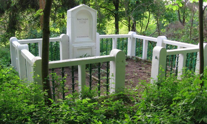 Przeszłość na cmentarzach zapisana, czyli o cmentarzach powiatu
