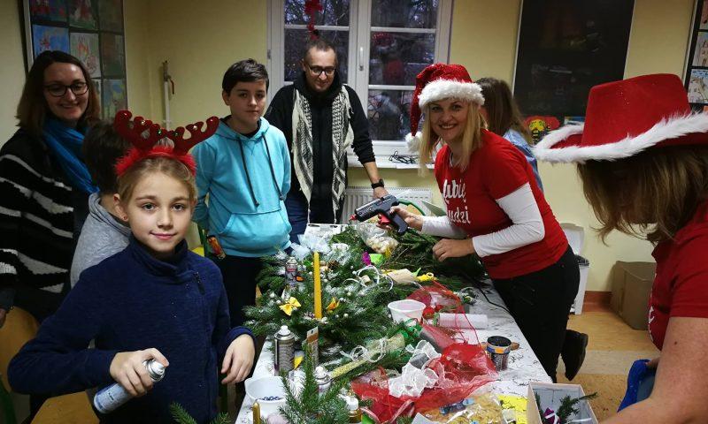 Mikołajowe warsztaty robienia ozdób świątecznych i finał Szlachetnej Paczki