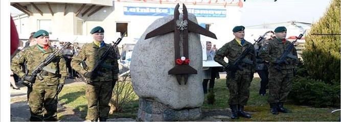 Apel Pamięci Ofiarom katastrofy pod Smoleńskiem w dniu 10 kwietnia na lotnisku Kętrzyn Wilamowo