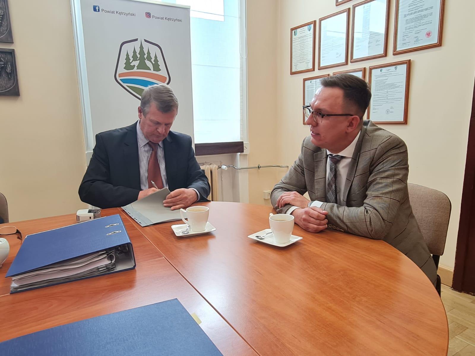 zdjęcie przedstawia właściciela firmy Dariusza Załuskiego