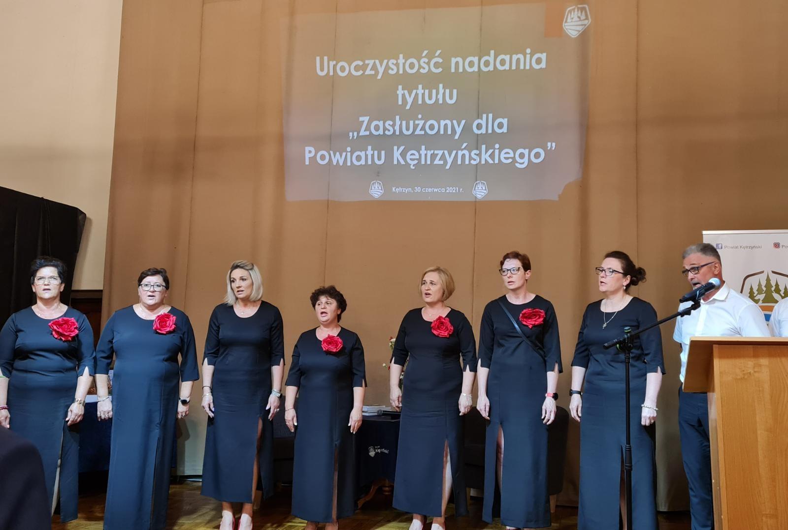 zdjęcie przedstawia chór świętoloipski